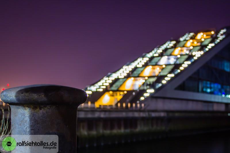Dockland im Hintergrund der Himmel über Hamburg