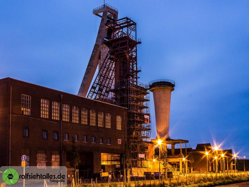 Schlägel und Eisen - Förderturm bei Nacht