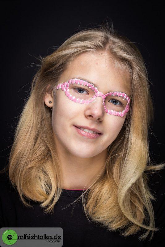 Mit Zuckerherzen gestaltete Brille