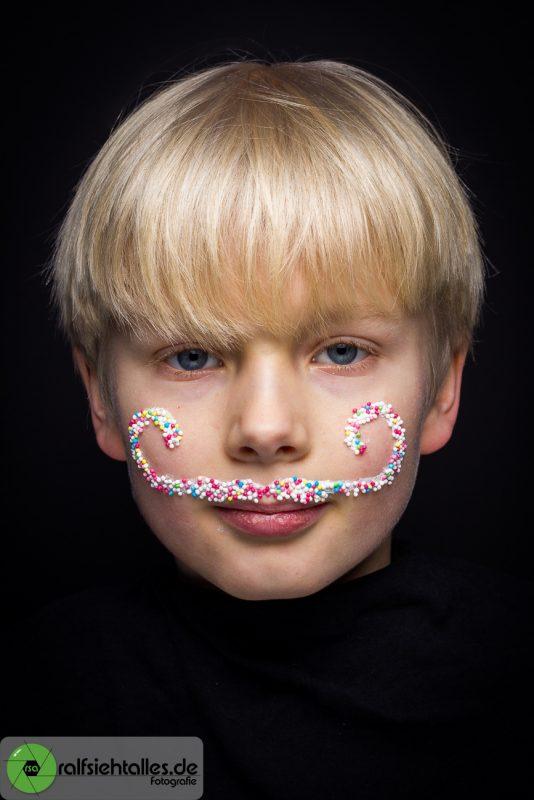 Ein Zwirbel-Bart aus Zuckerperlen