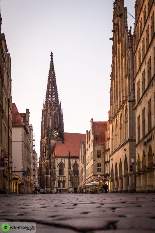 Lambertikirche mit Blick durch den Prinzipalmarkt