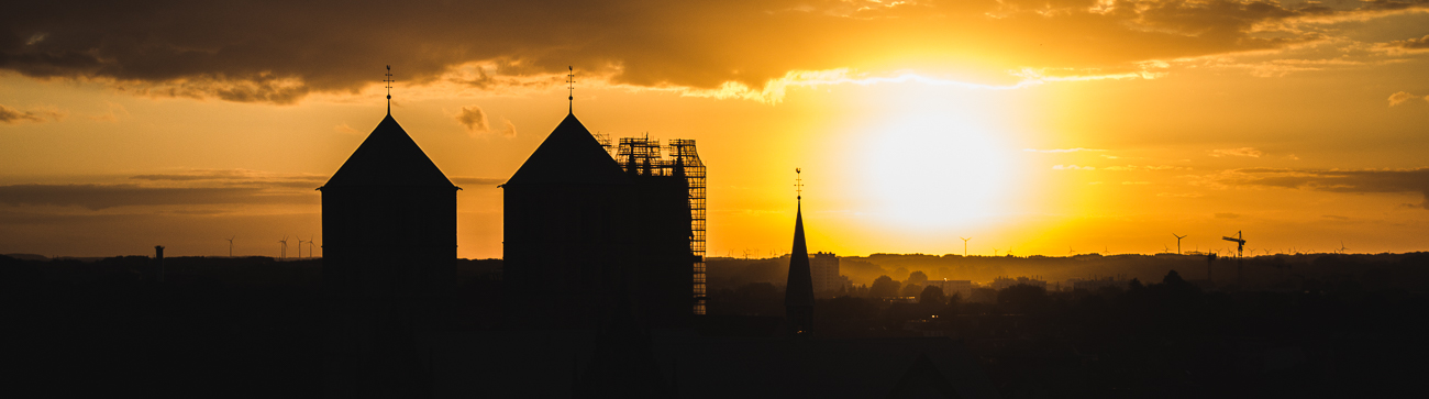 Links HeaderDer Dom bei Sonnenuntergang