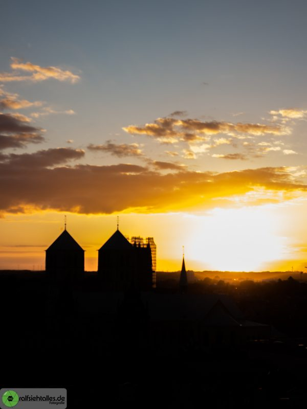 Sonnenuntergang über dem Dom um Münster