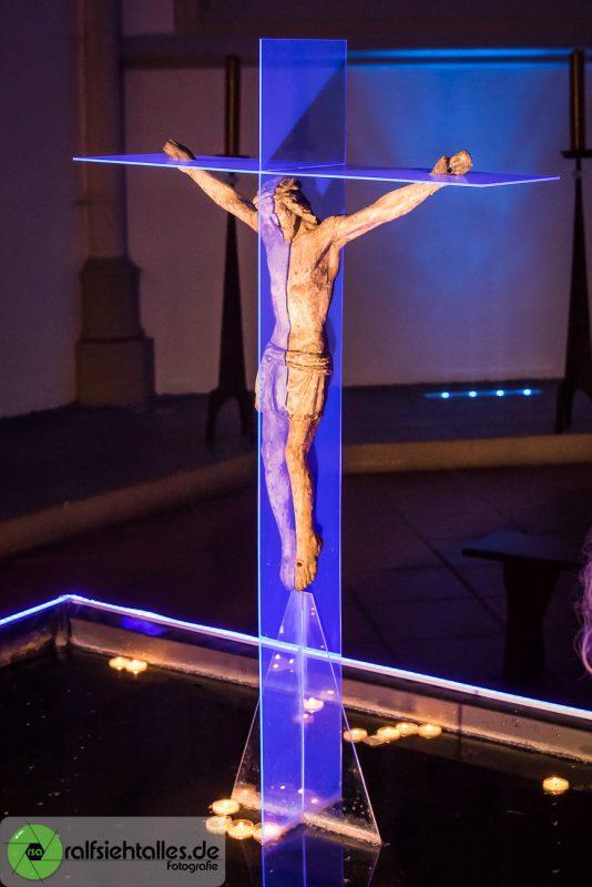 Jesus am Acrylkreuz - Kunst in der Überwasserkirche