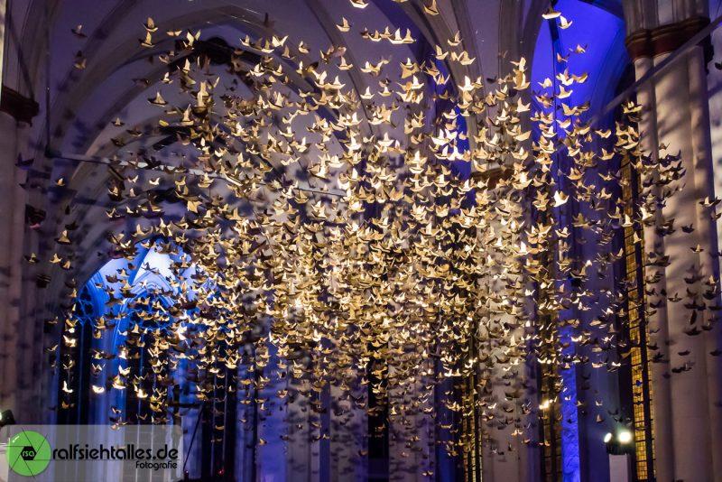 goldener Taubenschwarm in der Überwasserkirche