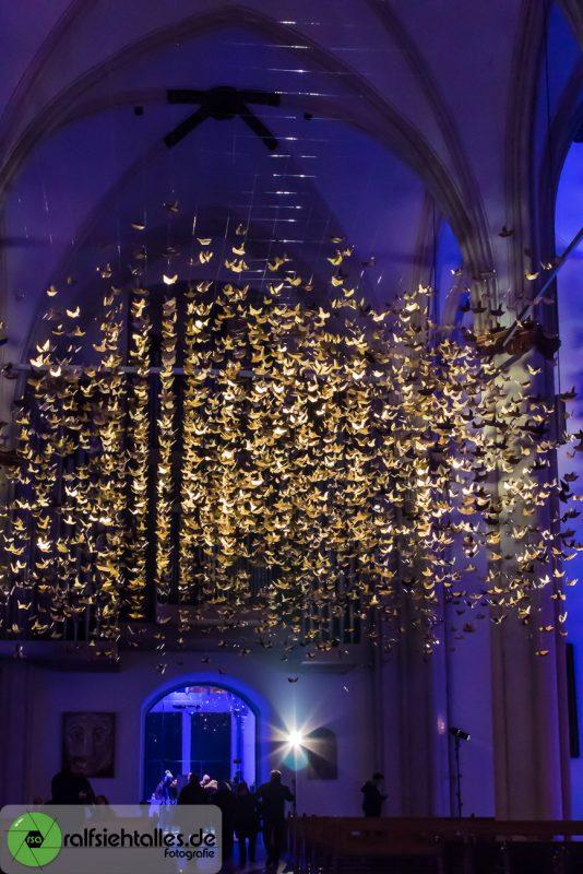 3333 goldene Papiertauben - Installation in der Überwasserkirche